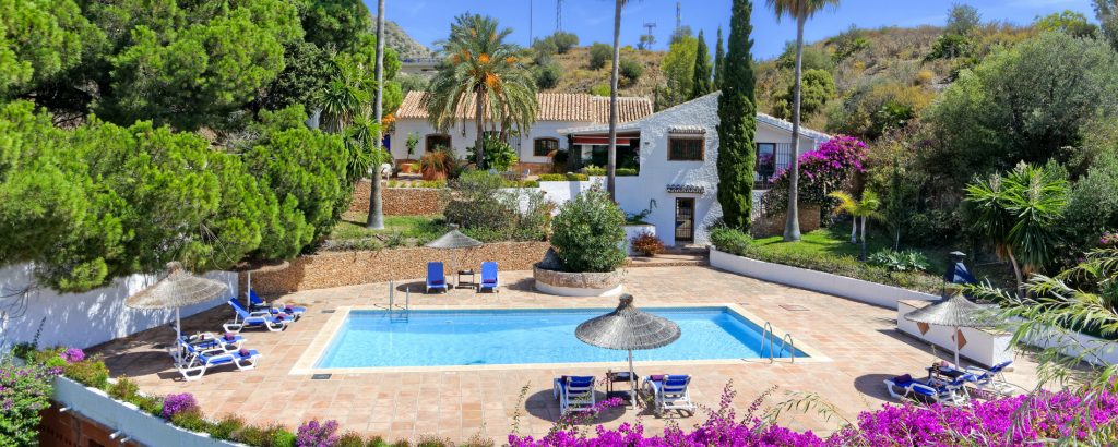 Why Choose a Spanish Villa for Vacations